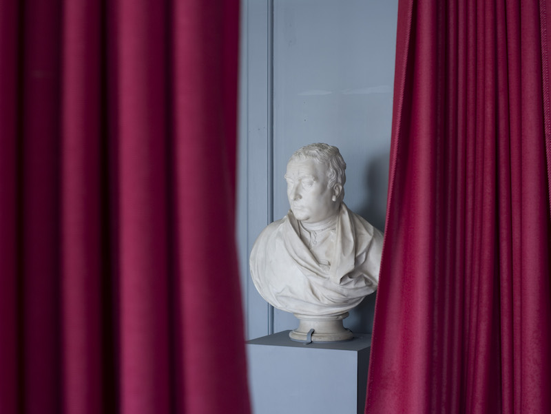 Photo of the bust of Handel on display at Handel House